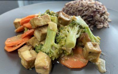 Easy Plant-Based Tofu Satay with Broccoli